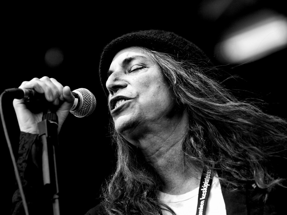 music blog, music blogger, Berlin, Blackbird Punk, vinyl record, vinyl boom, vinyl resurgence, music industry, band reviews, Patti Smith and Her Band performing Horses